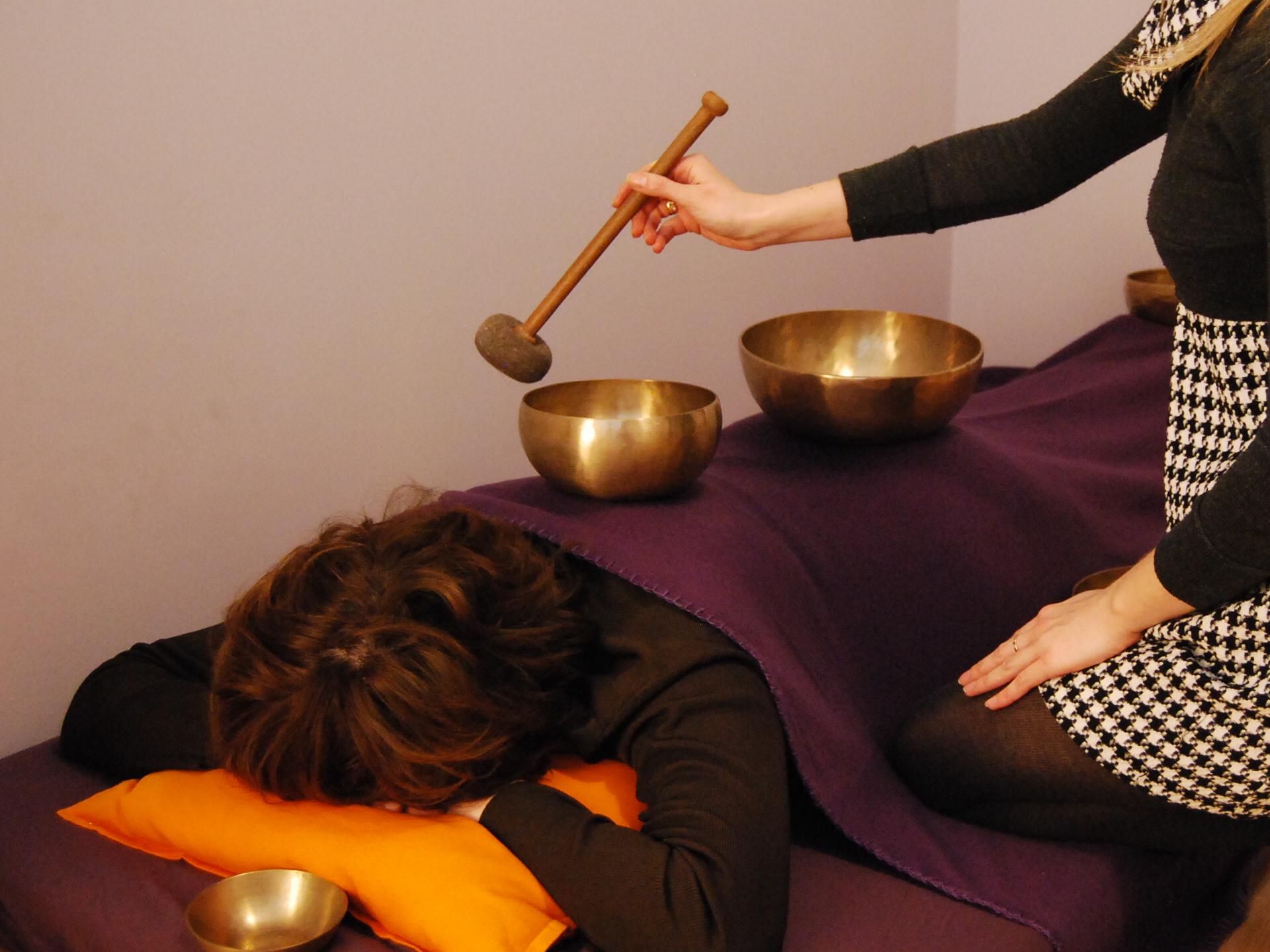 masaż dźwiękiem kręgosłupa